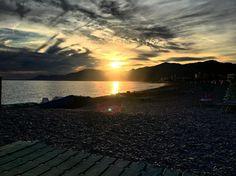 Sunset today 💋❤️❤️❤️#bestoftheday #peak #peaks #landscape #gorgeous #morning #mornings #sea #skyline #sky☁ #food #foodporn #pizza #port #nature #naturalbeauty #natureza #nature_perfection #instanaturelovers #instanature #beautiful #beauty #amazing