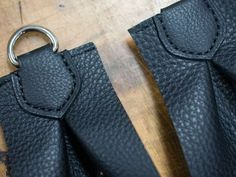 Leather Bag Tutorial, Leather Bag Pattern, Sewing Leather, Leather Craft Tools, Leather Projects, Leather Gifts, Leather Bags Handmade, Diy Upcycled Bags, Leather Keychain