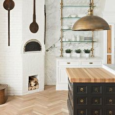 Obsessed with everything about this kitchen from @the_fox_group_ . What's your favorite element? • • • • #interiors #interior #designer #designer #designstyle #interiorstyle #interiorstyling #interiordesign #kitchen #interiorinspiration #architecture #instadesign #inspo #brass #homedecor #interiorinspiration #decorlovers #love #beautiful #charming #instagood #instyle #instaphoto #instagram #blogger #photooftheday #home #homestyle