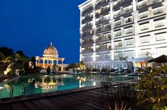 Now that you have decided to make a trip down to Yogyakarta for its culture and awe-inspiring natural attractions, take a look at these lovely boutique hotels in Yogyakarta you never knew existed! Yogyakarta, 4 Star Hotels, Colorful Decor, Taj Mahal, Bali, Vacation, Mansions, House Styles, Building