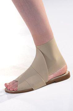 Sapatos estranhos - versões conceituais?