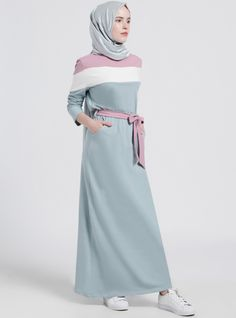The perfect addition to any Muslimah outfit, shop Benin's stylish Muslim fashion Pink - Gray - Multi - Crew neck - Cotton - Dress. Muslim Women Fashion, Arab Fashion, Modest Fashion, Fashion Outfits, Hijab Style Dress, Hijab Chic, Hijab Outfit, Abaya Mode, Hijab Stile