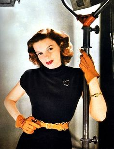 Judy Garland (1940s) wow Judy looks so cute in this pic, love the gloves.