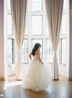 A roundup of the most amazing Vera Wang wedding dresses worn by real brides on Style Me Pretty. From classic to eclectic, every gown is sure to inspire. Mod Wedding, Wedding Bells, Wedding Ideas, Best Wedding Dresses, Wedding Gowns, Vera Wang Wedding, Industrial Wedding, Here Comes The Bride, California Wedding