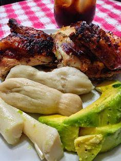 Pollo a las brasas venezolano, hallaquitas, ensalada de aguacate y palmito... la guasacaca y un refresco o Papelón con Limón Bien Frío..