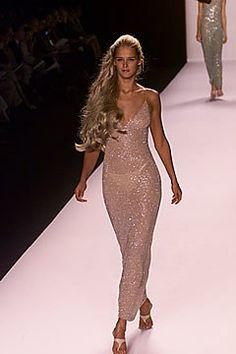 Michael Kors OFF!>> Michael Kors Collection Spring 2000 Ready-to-Wear Fashion Show - Carmen Kass Michael Kors 00s Fashion, Runway Fashion, High Fashion, Fashion Show, Fashion Outfits, Fashion Design, Fashion Trends, Stylish Outfits, Fashion Inspiration