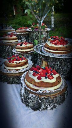 kanske en tårta till varje bord??