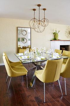 sarah richardson design real potential globe and mail - lighting for dinning room Sarah Richardson, Dining Room Design, Dining Room Furniture, Dining Chairs, Yellow Dining Room, Dining Lighting, Glass Dining Table, Small Dining, Decoration