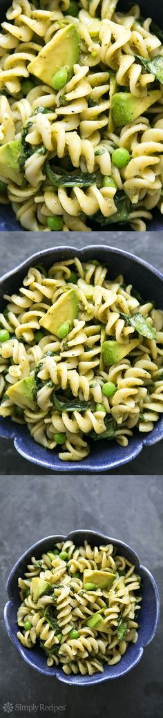 Pesto Pasta with Spinach and Avocado by simplyrecipes: Quick and easy pasta with pesto, spinach, peas, and avocado. Easy and creamy without dairy. will use gf pasta Spinach And Avocado Recipe, Pesto Spinach, Frozen Spinach, Frozen Peas, Vegan Pasta, Pesto Pasta, Avocado Pasta, Pasta Salad, Pasta Recipes