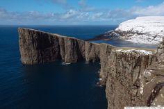 海の上に湖がある? 目を疑うフェロー諸島の光景、実はこうだった(画像)