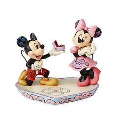 This Disney traditions figurine features a magical moment of Mickey down on one knee proposing to a love struck Minnie in this heart warming design. This lovely figurine is designed by award winning artist and sculptor Jim Shore. Mickey Minnie Mouse, Theme Mickey, Disney Mickey, Disney Kunst, Art Disney, Disney Home, Disney Stuff, Disney Dolls, Disney Magic