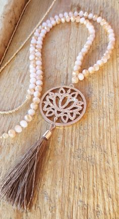 Ketten lang – Mala Bettelkette Lotusblüte rosegold Quaste Boho – ein Designerst Chains long – Mala charm necklace lotus flower rose gold tassel boho – a designer … – Gold Choker Necklace, Diamond Solitaire Necklace, Dainty Necklace, Beaded Necklace, Beaded Bracelets, Necklaces, Boho Jewelry, Beaded Jewelry, Handmade Jewelry