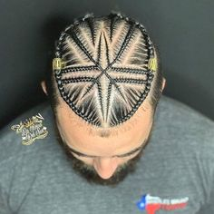 Hola, it's time for the men to flex some sensational braids. These braided hairstyles are handsome and charming. Braids With Fade, Braids For Boys, Braids For Black Hair, Man Braids, Braids Cornrows, Natural Hair Braids, Natural Hair Tips, Natural Hair Styles, Cornrow Hairstyles For Men