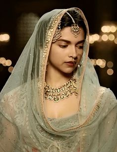 Pakistani Wedding Outfits, Indian Bridal Outfits, Indian Bridal Makeup, Indian Designer Outfits, Deewani Mastani Dress, Deepika Padukone Hair Color, Bridal Looks, Bridal Style, Beauty And Beast Quotes