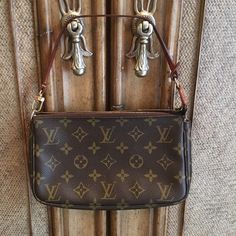 100% Authentic Louis Vuitton Monogram Pouchette. 100% Authentic Louis Vuitton pouchette. Monogram style that is in pre-loved but near perfect condition, no stains or marks on the exterior. Goldtone is fading and strap is a medium/dark patina from normal wear. Comes with the dust bag, retail shopping bag and receipt. Purchased from LV in Town Center Mall. Serial number is SD0091. Was the 91st bag to be made back in 2001, this is truly a vintage piece. Please only serious, buyers only. The bag…