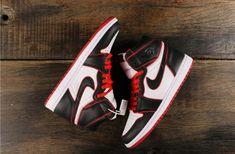 Sneakers Nike Jordan, Nike Air Jordans, Air Jordan Shoes, Black Jordans, Jordans For Men, Nike Fashion, Sneakers Fashion, Fashion Shoes, Jordan 1 Black
