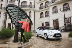 receiving the visit of 2 beauties is a nice way to start the day - here it is Laura Cosoi and Citroen DS3 photosession