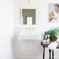 Sharing this little gem of a powder bath at the #morganfarmhouse 😍 perfect mixture of vintage meets modern! 📷: @travisj_photo  @mymitzi