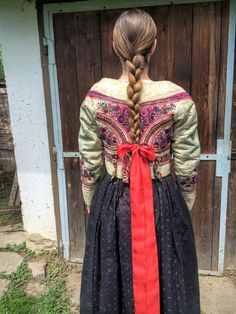 Folk Costume, Ethnic, Traditional, Embroidery, Pattern, Gowns, Needlepoint, Patterns, Model