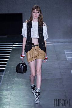 Louis Vuitton – 49 photos - the complete collection Paris Fashion Week 2015, Moda Paris, Louis Vuitton, Spring Summer 2016, Ready To Wear, Chic, How To Wear, Collection, Photos
