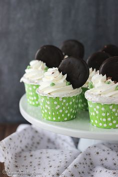 Thin Mint Icebox Cupcakes! This no-churn ice cream cupcake comes together in 15 minutes and makes the perfect single portion serving.