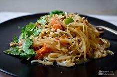 Pad Thai Rezept (gebratene Thai-Nudeln)   Madame Cuisine Noodle Recipes, Thai Recipes, Asian Recipes, Chicken Breast Fillet, Thai Noodles, National Dish, Thai Dishes, Fries, Kitchens