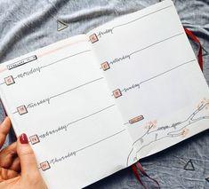Bullet journal weekly layout, cursive headers, tree branch drawing. | @silviasbujo