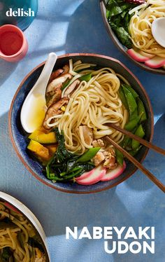 Nabeyaki udon is a one-pot Japanese noodle soup that is high in flavor, low in commitment. Fall Soup Recipes, Dinner Recipes, Asian Recipes, Ethnic Recipes, Asian Foods, Winter Soups, Hot Soup, Perfect Food, Gastronomia