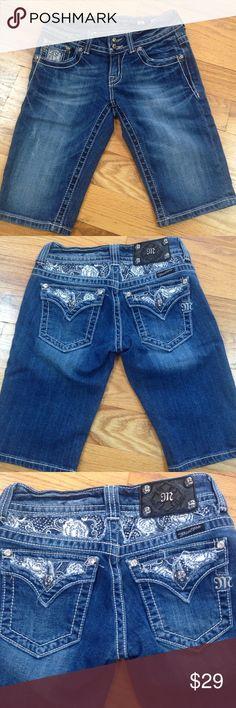 • Miss Me • Miss Me Bermudas. 98 cotton 2 elastane. Approx 11 inch inseam. Excellent condition. Miss Me Shorts Bermudas