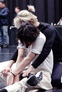 """there's just sth about taehyung looking small in jimin's arms"" Bts Taehyung, Bts Bangtan Boy, Jimin Selca, Jimin Hot, Hoseok Bts, Bts Lockscreen, Jikook, K Pop, Foto Bts"