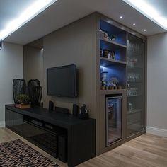 Home Bar - Bar em casa Bar Sala, Home Tv, Ceiling Design, Game Room, Family Room, Sweet Home, New Homes, Room Decor, House Design