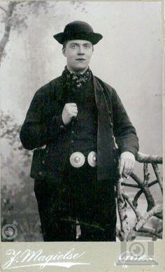 Kent U de identiteit van de afgebeelde persoon? klederdracht Goes 1890