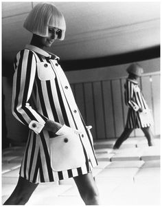 André Courrèges is a French fashion designer, known for his futuristic designs. Courrèges launched his 'Space Age' collection in His s. 60s And 70s Fashion, French Fashion, Retro Fashion, High Fashion, Vintage Fashion, Sporty Fashion, Vintage Couture, Stripes Fashion, Style Année 60