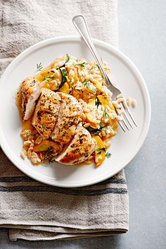 Chicken Breasts Are Seasoned With Dried Basil, Pepper, And Salt Before Being Pan-Fried To A Golden Brown. Presented With A Side Of Dill-Spiked Orzo And Zucchini, This Flavorful Chicken Skillet Dinner Is Ready To Eat In Just 20 Minutes. Parmesan Orzo, Easy Skillet Meals, Chicken Skillet Recipes, Turkey Recipes, Zucchini Muffins, Paleo, Cooking Recipes, Healthy Recipes, Healthy Dishes