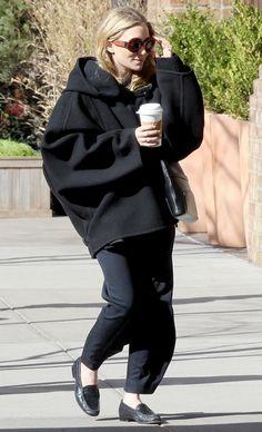 Elizabeth Olsen: Chanel's Little Black Jacket Event!: Photo Elizabeth Olsen hits the black carpet at Chanel's Little Black Jacket Event held on Thursday (April in Milan, Italy. Ashley Olsen Style, Olsen Twins Style, Olsen Fashion, Star Fashion, Womens Fashion, Petite Fashion, Curvy Fashion, Mary Kate Ashley, Mary Kate Olsen