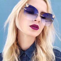 Round Lens Sunglasses, Flat Top Sunglasses, Girl With Sunglasses, Cute Sunglasses, Cat Eye Sunglasses, Mirrored Sunglasses, Sunglasses Women, Sunnies, Designer Glasses Frames