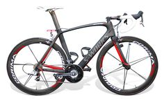 I'm not a huge Specialized fan, but this is still one of the sexiest bikes of the Pro Peloton, even 3 years after it was introduced.