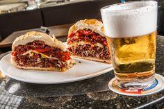 Ícone inquestionável da culinária paulistana, o sanduíche de mortadela é parada obrigatória do Mercadão.