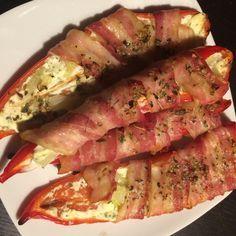 Til tapas, tilbehør, grillaftenen eller som snack! Her får du en lækkerbidsken der tager kegler! I kategori med disse sprøde bacon-løgringe får du her en bacon-indpakket-peberfrugt-med-fyld! Se det...