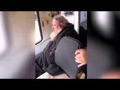 Пьяный священник в трамвае в Нижнем Тагиле
