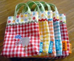 Parade Circus Parade,Circus Parade, Choose your favorite patterned fabric and this easy sewing project becomes as statement-making as it is practical. Fabric Crafts, Sewing Crafts, Sewing Projects, Patchwork Bags, Quilted Bag, Quilted Potholders, Bag Patterns To Sew, Sewing Patterns, Bag Quilt