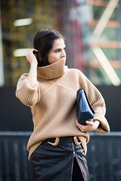 LAKE & MOON: Cute ways to wear a turtleneck sweater this party season