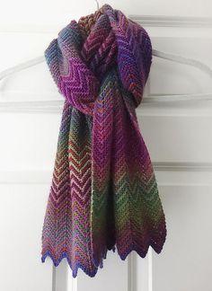 Et væld af zigzag Free Crochet, Knit Crochet, Spinning Yarn, Easy Knitting, Knitted Shawls, Crochet Doilies, Zig Zag, Scarf Wrap, Free Pattern