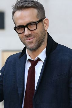 Ryan Reynolds' best looks. He's a man of many talents – especially style. An advocator of timeless looks, Reynolds is the Hollywood star we can all stand to take a tip (or ten) from this spring. Best Eyeglasses, Eyeglasses Frames For Women, Mens Glasses Frames, Ryan Reynolds, Cool Glasses For Men, Glasses Man, Glasses Style, Anti Glare Glasses, Double Denim Looks