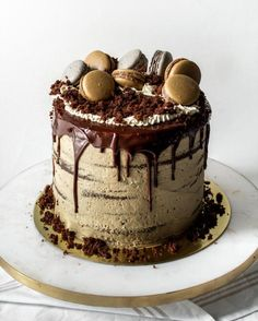 I made another cake!and this time I recorded itI know it's not all springy like my lemon poppyseed cake butttttt just look at Chocolate Cake With Coffee, Chocolate Oreo Cake, Chocolate Shavings, Chocolate Desserts, Coffee Cake Decoration, Sandwiches, Puppy Cake, Homemade Cake Recipes, Moist Cakes
