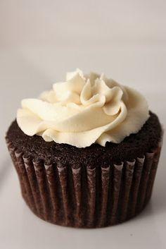 Le Petit Pierogi: Guinness Chocolate Cupcakes with Baileys Irish Buttercream