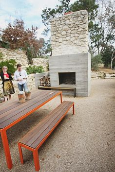 outdoor fireplace and modern picnic table Outdoor Dining, Outdoor Spaces, Outdoor Decor, Modern Landscaping, Backyard Landscaping, Backyard Picnic, Back Patio, Interior Exterior, Outdoor Entertaining