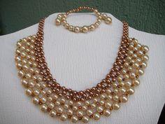 Collar, pulsera y aretes de perlas dorado