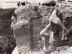 Construção do Monte Rushmore, 1939.