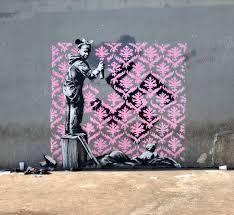 British born graffiti artist crosses the pond to Paris to make a statement about immigration. Banksy in Paris. Street Art Banksy, Banksy Graffiti, Banksy Work, Graffiti Wall Art, Bansky, Colossal Art, Illustration, Chapelle, City Art